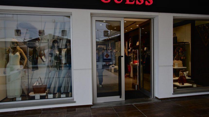 Guess Molo 8.44 shopping center