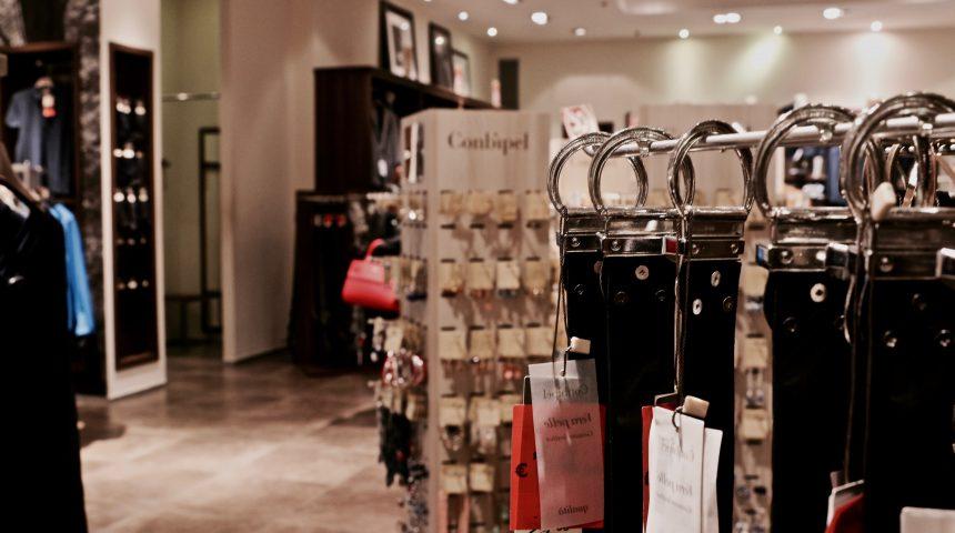 negozio abbigliamento ed accessori moda Molo 8.44 shopping center
