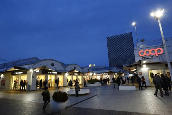 Centro Commerciale Vado Ligure (Savona) - Molo 8.44